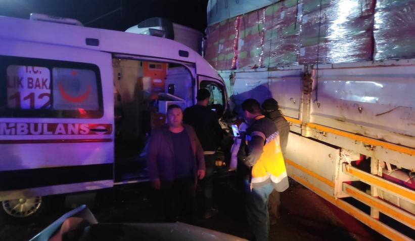 hendek-te-ambulansin-karistigi-buyuk-kazatu42y1jmsw